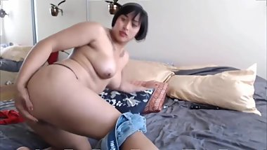 Asian Porn Star Love Mia with great biceps gets a pleasure