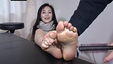 Chinese girl tickle4
