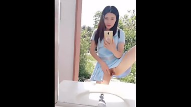 Chinese Cam Girl 刘婷 LiuTing - Public Bathroom