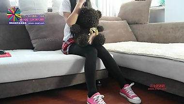 chinese girl pink converse shoeplay
