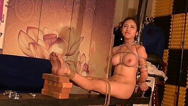Beautiful chinese nude model Li Zixi taking BDSM style portrait