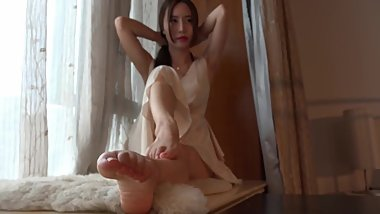 Chinese girl cute feet and slender legs