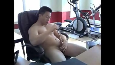 Cute, beefy asian slides objects in and out of his pee hole.