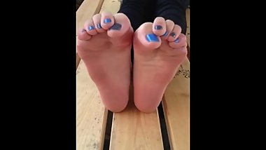 Cute Japanese soles and toes (blue toes)
