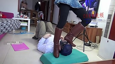 chinese foot worship-college girl play foot slave