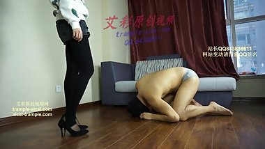 chinese kicing with black high heels