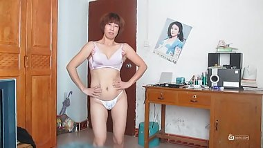 Chinese milf square dance 3