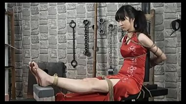 Chinese model tied 02