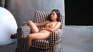 A Chinese girl took nude pics